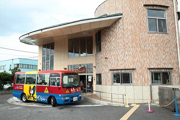 狭山市等、広域を巡回している送迎バス