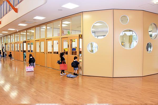 川越市や狭山市内の幼稚園でも広く新しい園舎でのびのび過ごせます