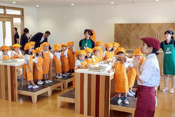 ひばり幼稚園の「SORA」での食育の様子